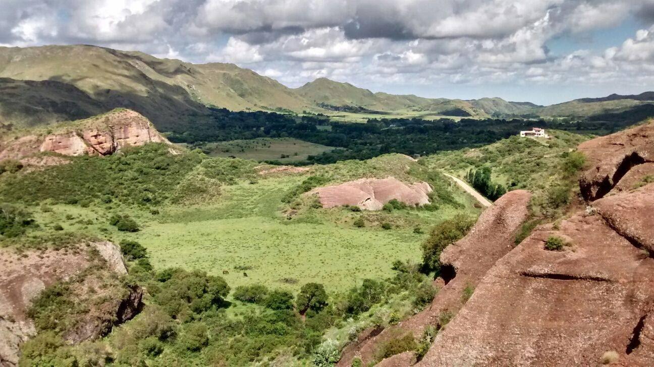 Hace un paréntesis en la vorágine diaria y vení a disfrutar de 4 días y 3 noches en este imponente lugar donde la naturaleza te abraza y contiene: Las Sierras de Ongamira.